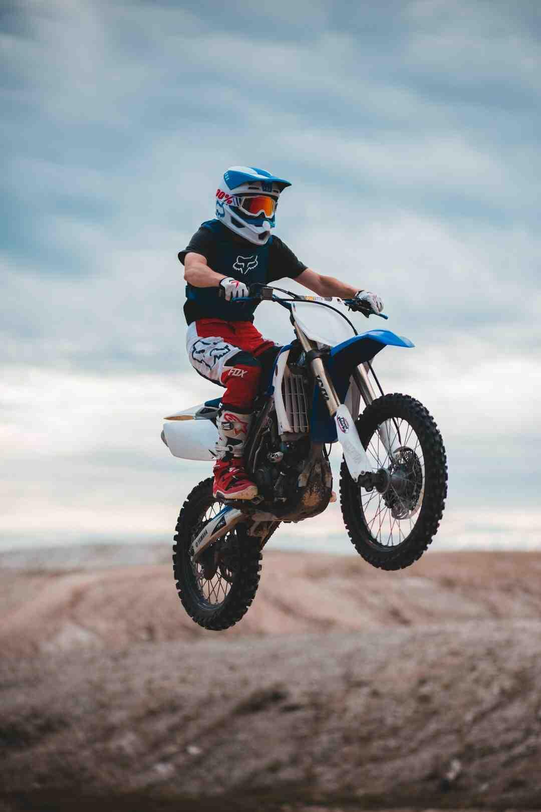 Comment démarrer une moto cross