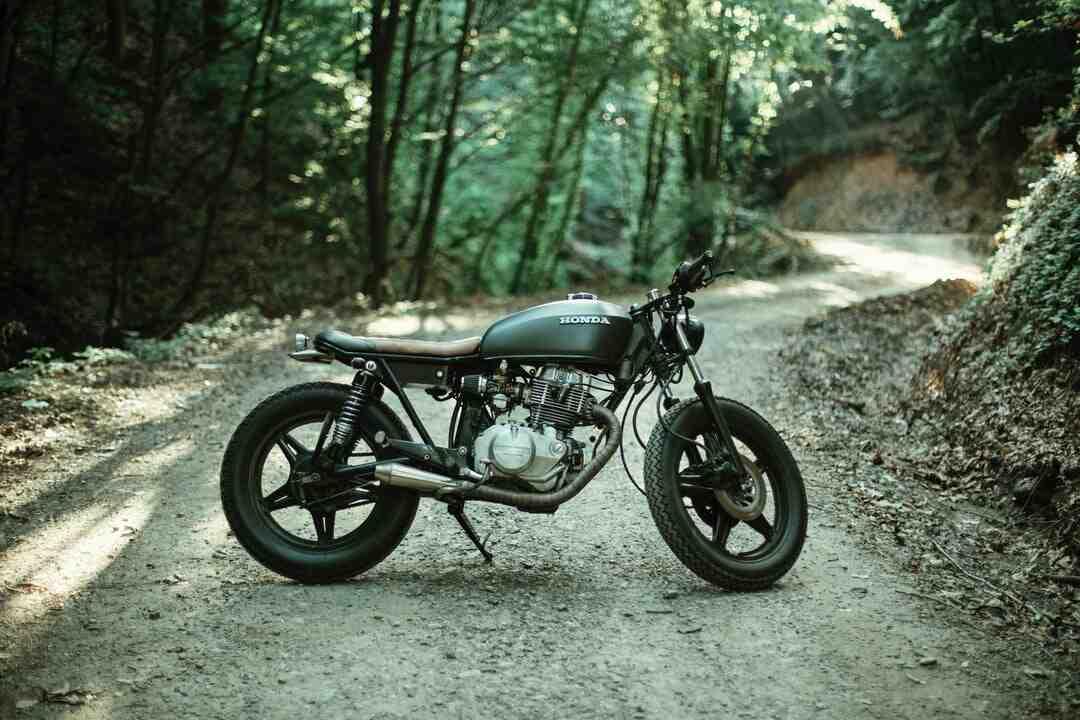 Comment conduire une moto (pour les débutants)