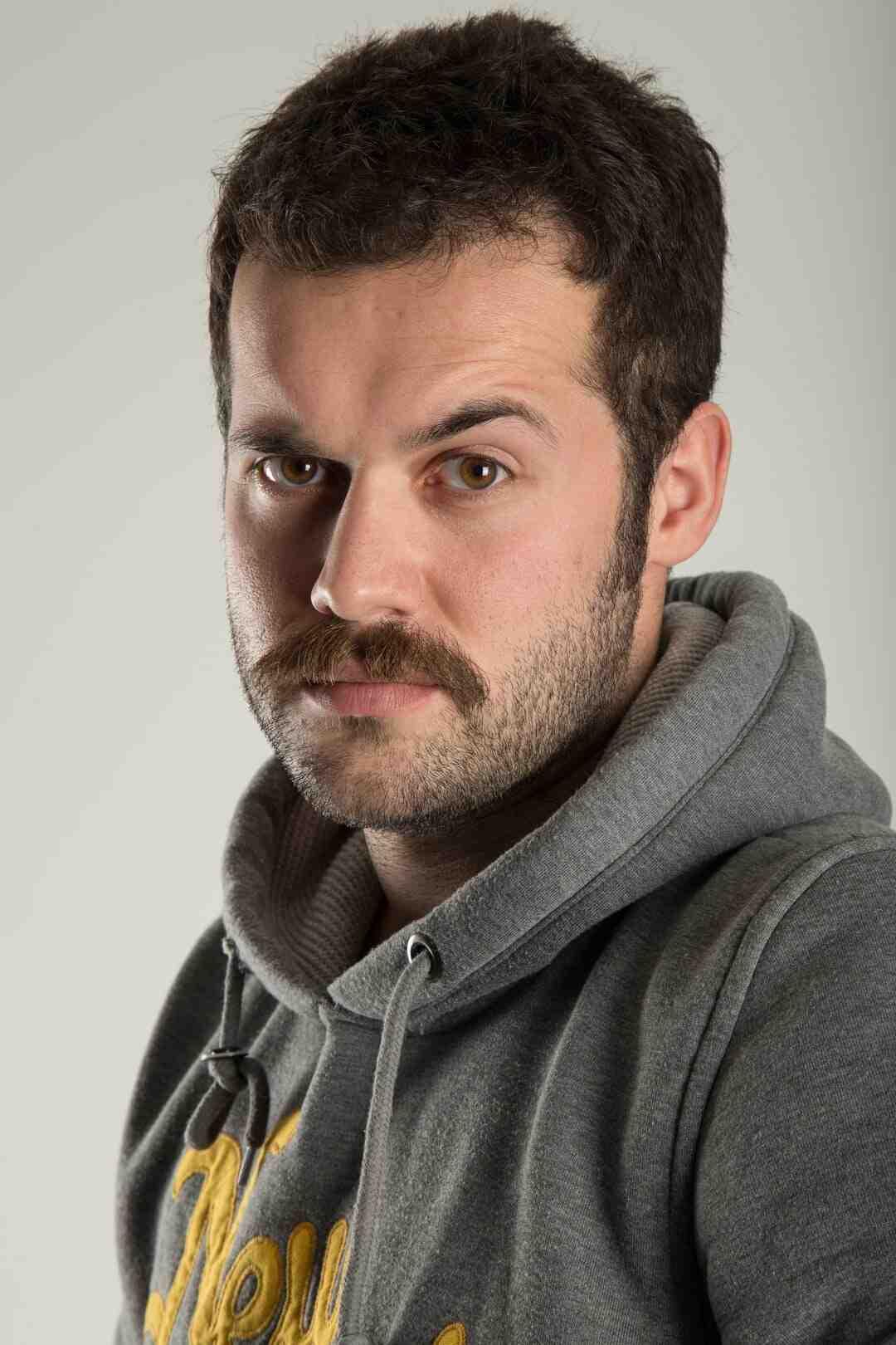 Comment savoir si la moustache me va ?